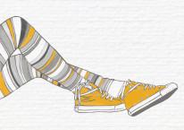 Fototapeta Young 95 - Żółte trampki, Nogi dziewczyny , Cegła , Punk ,