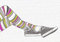 Fototapeta Young 96 - Dziewczyna , Trampki , Buty , Kolorowe Rajtki , Murowane tło
