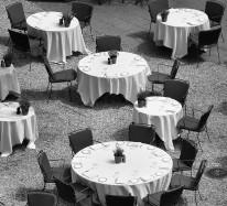 Fototapeta południowe klimaty 71 - stoliczki, kawiarnia, obrusy, uliczka